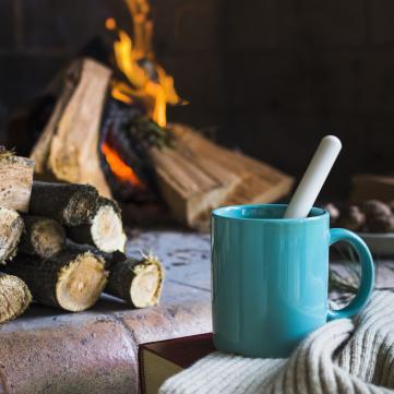 Чашка чаю, камін, цифра дня