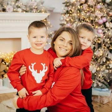 Неля Шовкопляс з дітьми