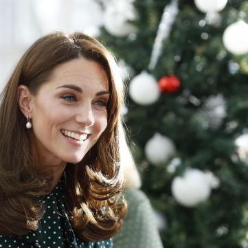 Стройная Кейт Миддлтон очаровала ультрафиолетовым нарядом в Королевской опере