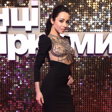 Катерина Кухар в розкішній сукні