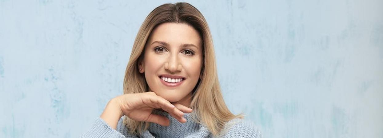 Анита Луценко в свитере