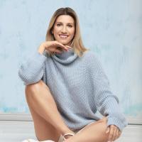 Аніта Луценко у светрі