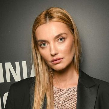 Українська супермодель прокоментувала свої скандальні фото оголеною на золотому унітазі