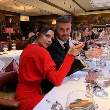 Девід і Вікторія Бекхем у ресторані