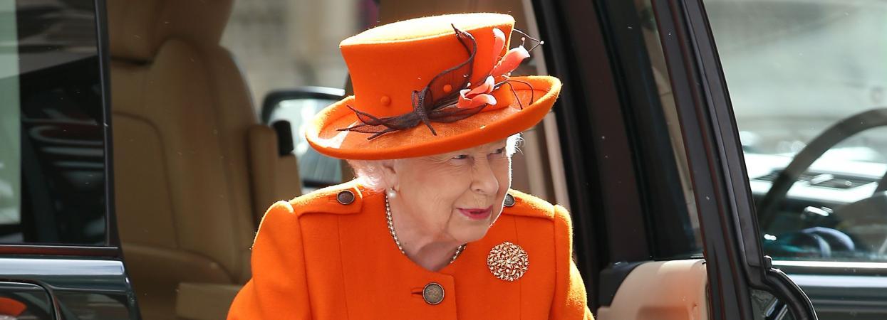 Єлизавета ІІ в помаранчевому образі