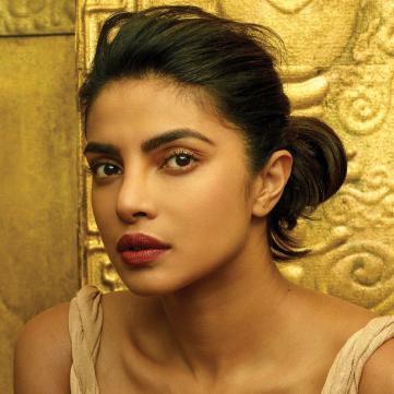 Індійська красуня Пріянка Чопра вразила напівпрозорою сукнею (фото)