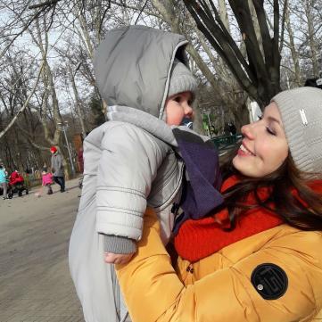 Оксана Злепко с ребенком, молодая мама, мама с ребенком
