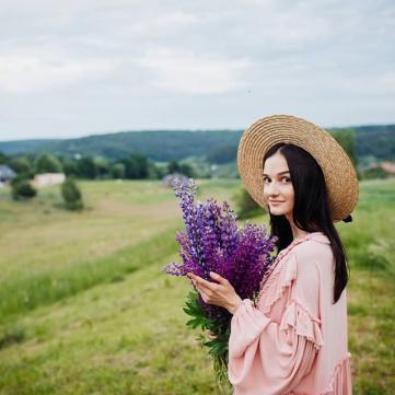 Дівчина, весна, Цифра дня