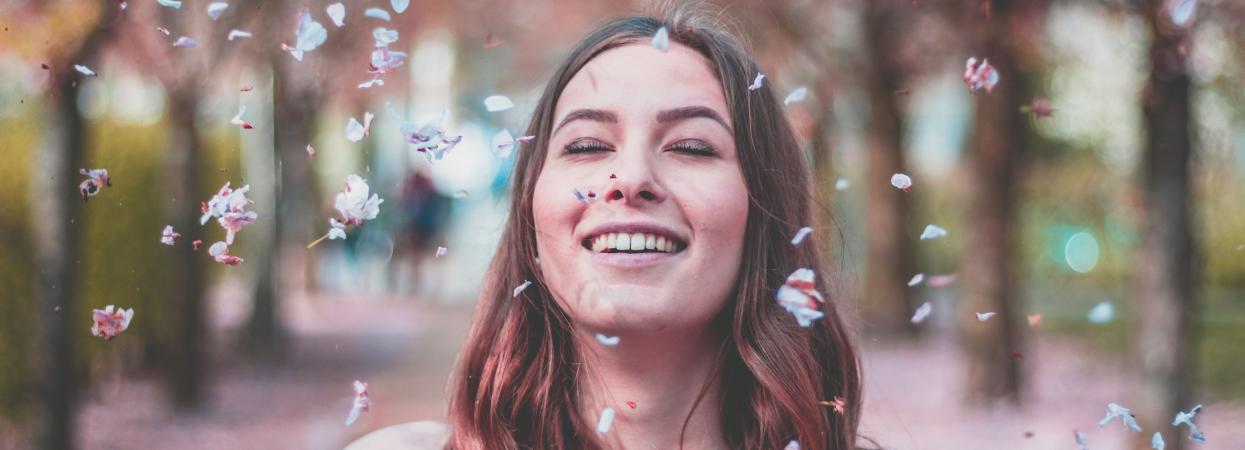 дівчина у цвіту