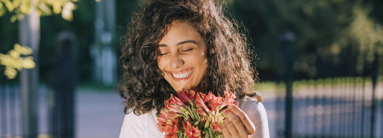 дівчина, квіти