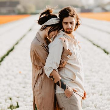 Надя Дорофєєва і Дантес у полі тюльпанів