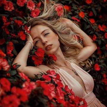 дівчина, квіти, цифра дня