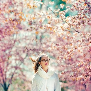 дівчина, весна, квіти, цифра дня