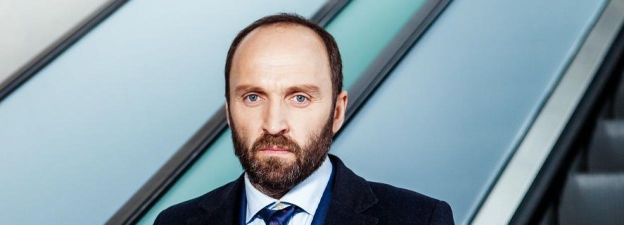 Олександр Кобзар