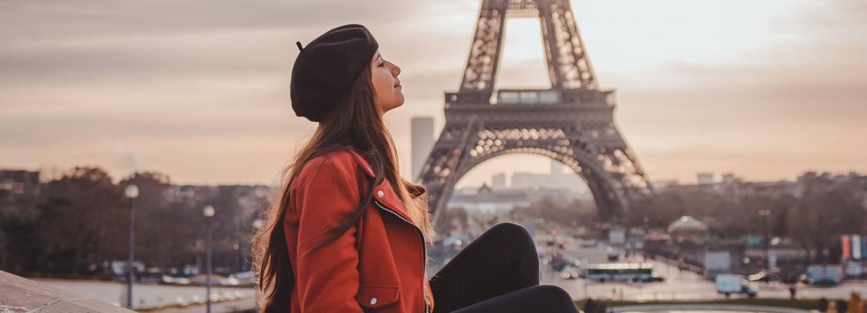 Дівчина у Парижі