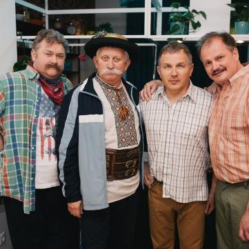 Актеры сериала Великі Вуйки