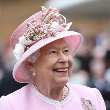 королева Елизавета ІІ на садовой вечеринке