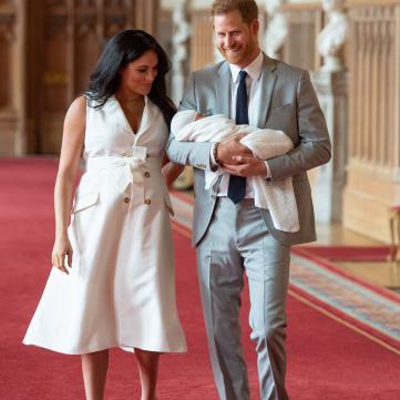 Крихітний син принца Гаррі вхопився ручкою за тата: Зворушливе фото