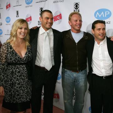 Любимые актеры собрались вместе в легендарной кофейне из сериала «Беверли Хиллз»