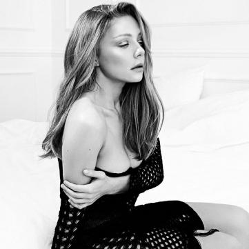 Романтичная Тина Кароль восхитила полупрозрачным платьем