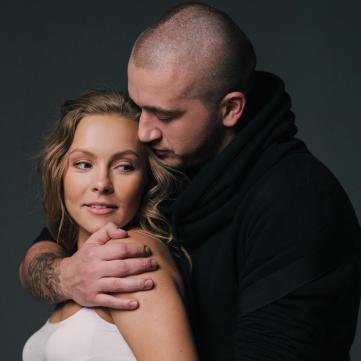 Олена Шоптенко зворушила Instagram новим знімком із чоловіком та сином
