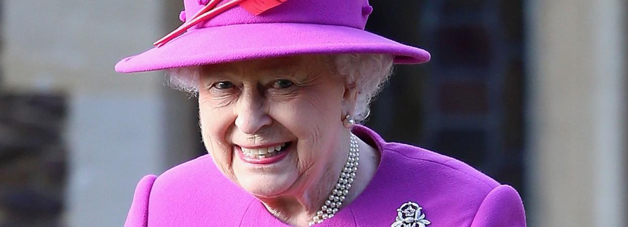 Королева Єлизавета ІІ у фіолетовому вбранні на різдвяній службі у 2014 році.