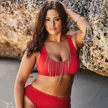 Модель Ешли Грэм в красном купальнике