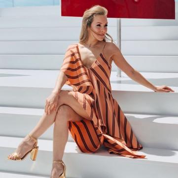 Олена Шоптенко в сукні