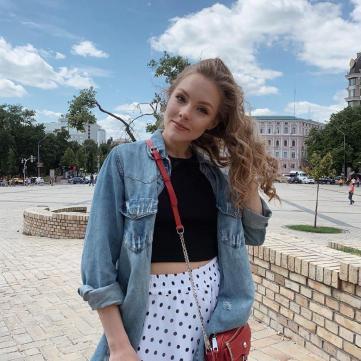 Олена Шоптенко в стильному образі