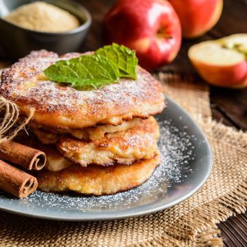блинчики, оладьи, драники с яблоками