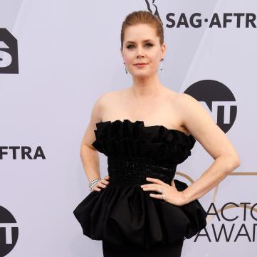 Емі Адамс у чорній вечірній сукні