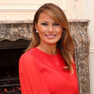 Мелания Трамп в красном образе