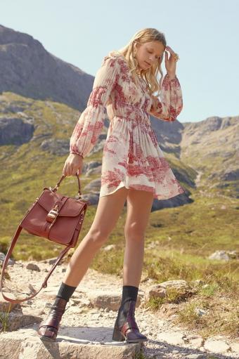дівчина сумка, сукня