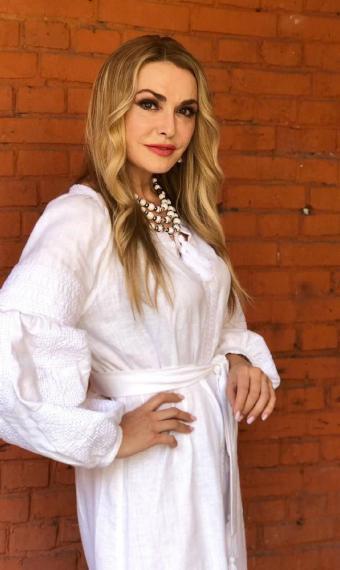 Ольга Сумська у білій сукні