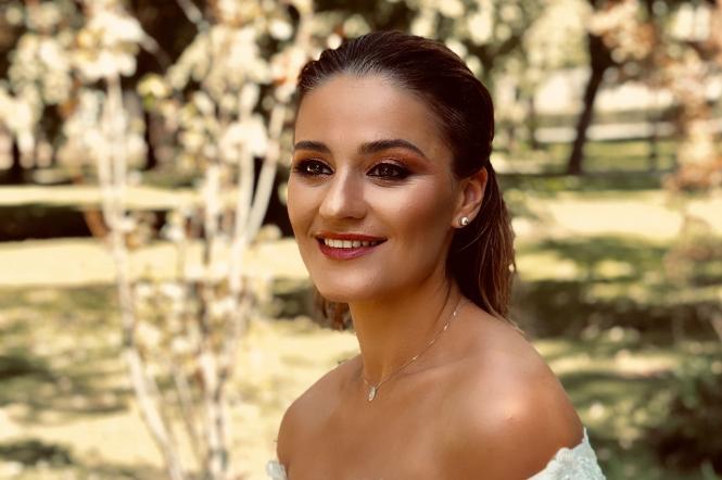 Марта Адамчук позирует в свадебном платье от Андре Тана