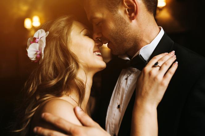 закохана пара весілля фото