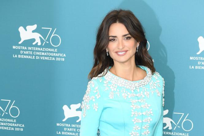 Пенелопа Крус в бирюзовом платье ральф енд руссо на венецианском кинофестивале