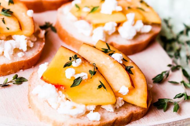 сендвічі з сиром і персиком