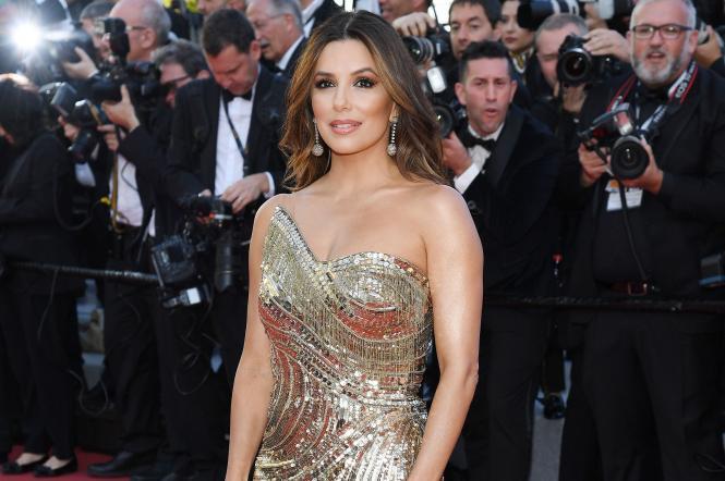 Голлівудська акторка Єва Лонгорія у блискучій сукні.