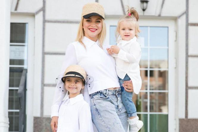 Лілія Ребрик з доньками