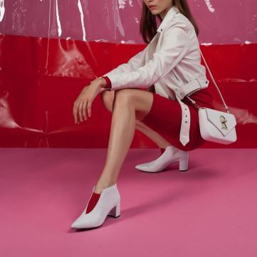 біле взуття
