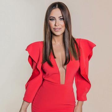 Ані Лорак у червоній сукні