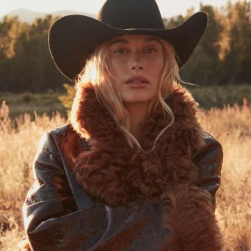 Самая модная верхняя одежда осени: 5 вариантов от девушки Бибера