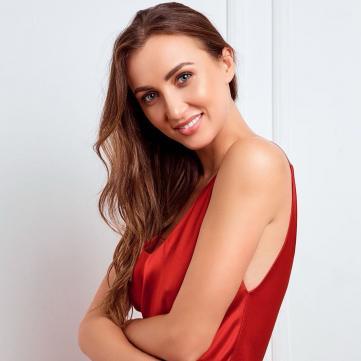 анна різатдінова у червоній сукні