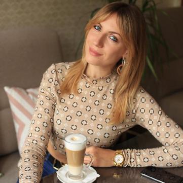 Леся Никитюк с кофе