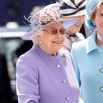 В тиаре и мехах: Елизавета II восхитила роскошным королевским образом