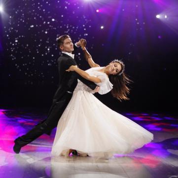 Илона Гвоздева и Владимир Остапчук танцуют вальс