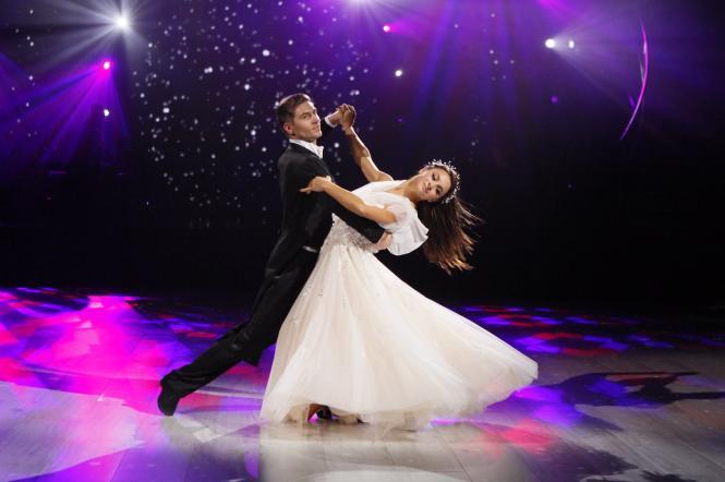 Ілона Гвоздьова й Володимир Остапчук танцюють вальс