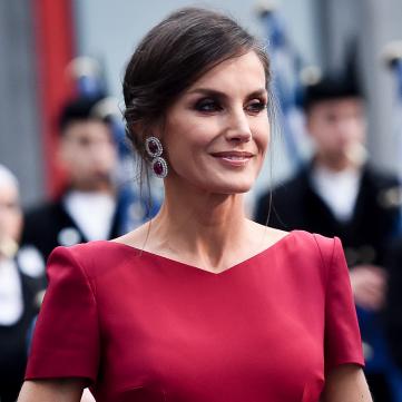 Битва красных платьев: Королева Испании против королевы Иордании