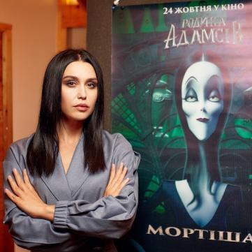 Людмила Барбір приміряла готичну роль із «Родини Адамсів»